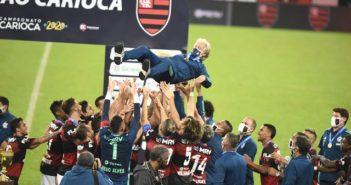 Jogadores do Flamengo festejam com Jesus o título (Foto- André Durão)