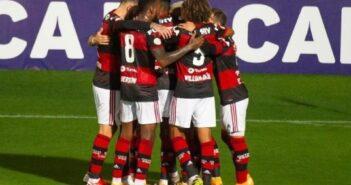Flamengo bate Coritiba e vence a primeira no Brasileirão