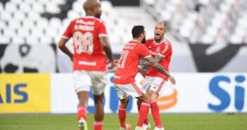 Internacional vence o Botafogo e segue na liderança