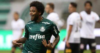 Luiz Adriano comemora gol no clássico entre Palmeiras e Corinthians na final do Paulista