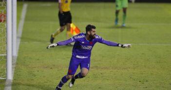 Nos pênaltis, Vasco bate Goiás fora de casa e se classifica na Copa do Brasil