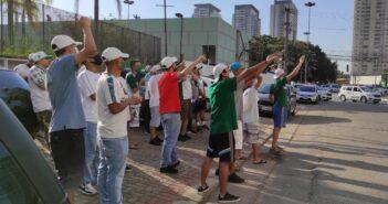 Torcida do Palmeiras vão à sede da FPF protestar contra arbitragem