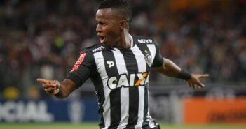 Corinthians fecha com Cazares por 9 meses e garante preferência na renovação