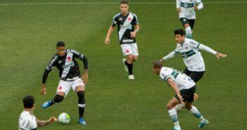 Coritiba marca no fim e vence o Vasco no Couto Pereira pelo Campeonato Brasileiro