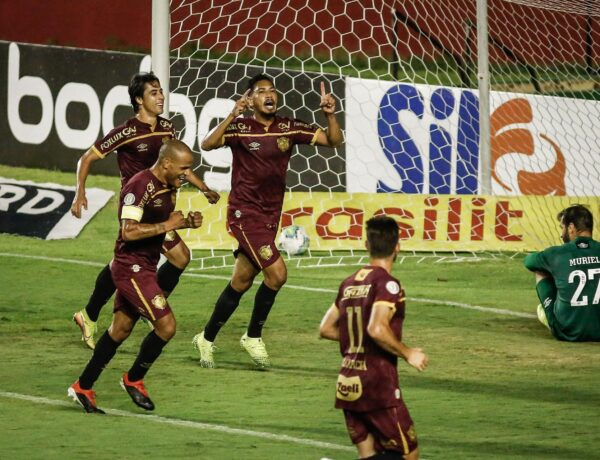 Fluminense pressiona, mas perde para o Sport na Ilha do Retiro