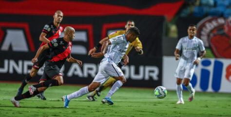 Grêmio empata com Atlético-GO e mantém sequência sem vitória no Brasileiro
