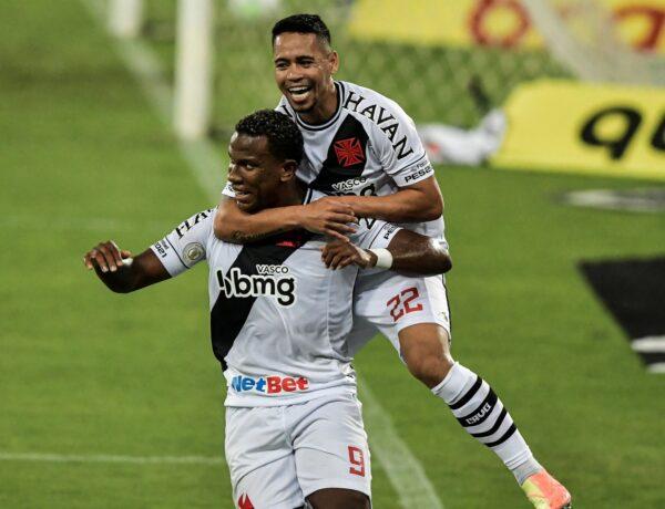 Vasco vence clássico emocionante e afunda o Botafogo