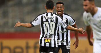 Atlético e Santos - Savarino e Keno celebram gol em Atlético 2x0 Santos — Foto- Pedro Souza-Atlético-MG