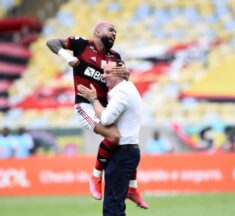 Flamengo Vence Corinthians na Luta pelo Título do Brasileirão 2020